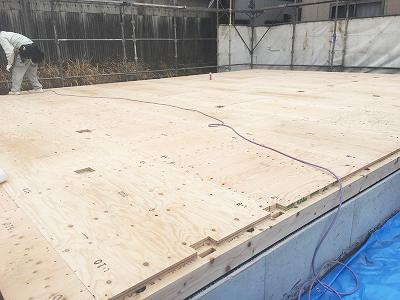 建設中-床